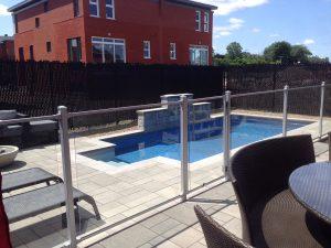 clôture verre piscine