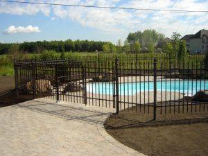 clôture piscine ornementale
